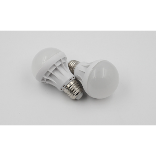 LED light bulb 7W Cool White